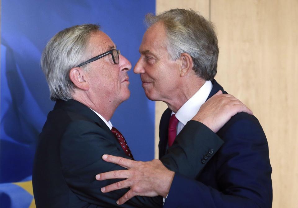Tony Blair and Jean-Claude Juncker kiss | Econ Alerts